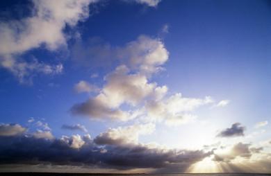 Une lumière dans le ciel de campagne